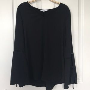 Ro & De Size L, Black, Bell Sleeve Top